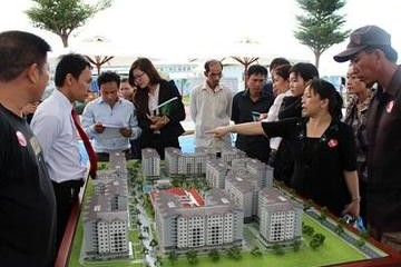 Có 1 tỷ đồng, nên mua nhà hay đất?