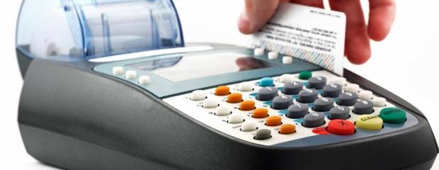 Ngân hàng dụ khách tiêu dùng qua thẻ tín dụng