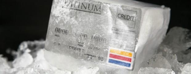 Nghiên cứu cho thấy thẻ tín dụng kích thích tiêu xài quá tay